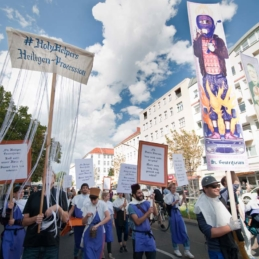 #HolyHelpers – Procession, Berlin 2013 (Photo: Christina Palitzsch / christinapalitzsch.com)