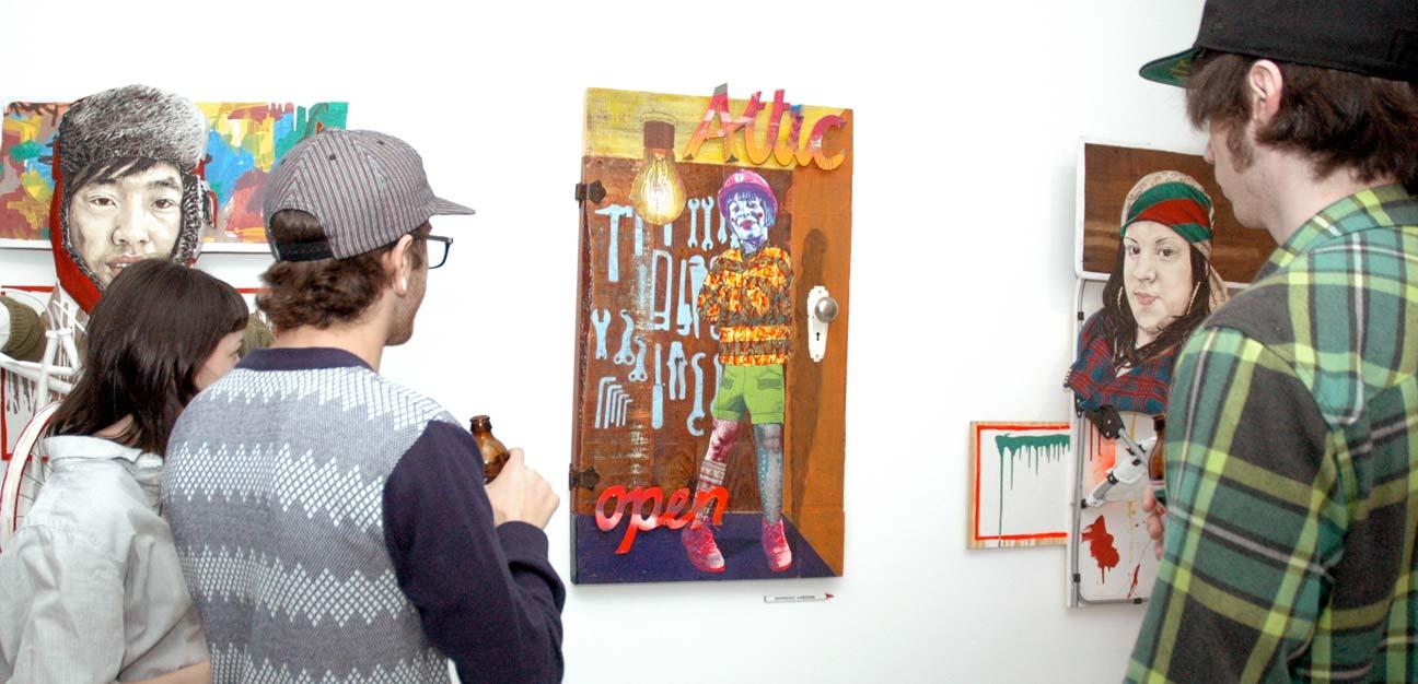 Werke von Specter und Various & Gould (Mitte). Photo: Brooklynite Gallery, 2010