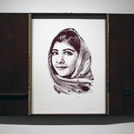 Various & Gould: Malala Yousafzai @ 30works Galerie, Köln 2014, gerahmter Phosphor-Siebdruck, 82 x 62 cm (82 x 124 cm)
