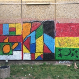 Fantasy flags, mural workshop – Refugee shelter Berlin-Hellersdorf / U5 / BENN