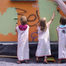 Mural workshop with kids from a day nursery